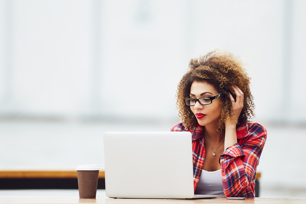 4 REASONS YOU SHOULD PAY YOUR BILLS ONLINE