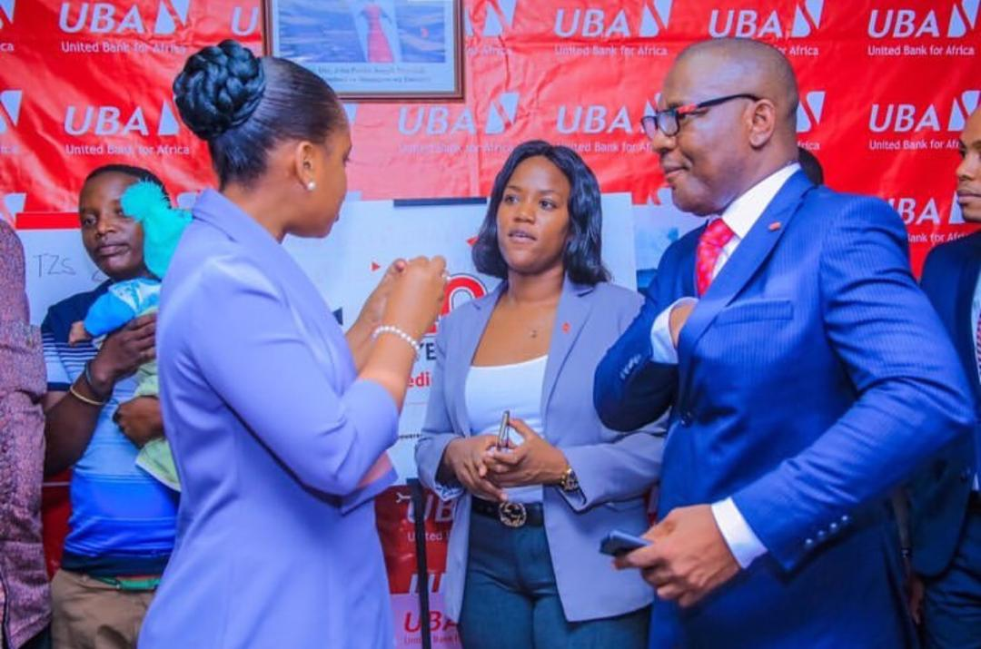 mother-of-conjoined-twins-receives-medical-insurance-from-uba-foundation5